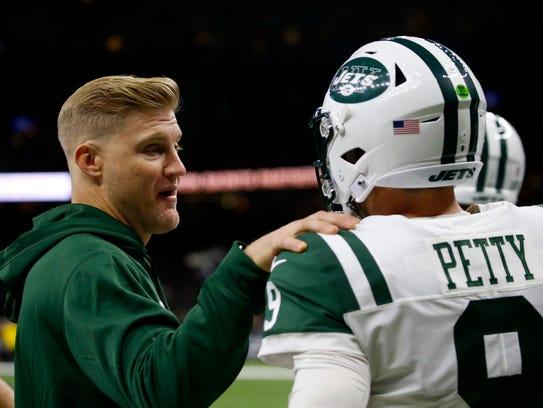 Injured New York Jets quarterback Josh McCown, left,