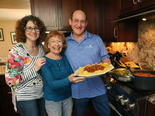 dadfood13-rick winter with wife and mom