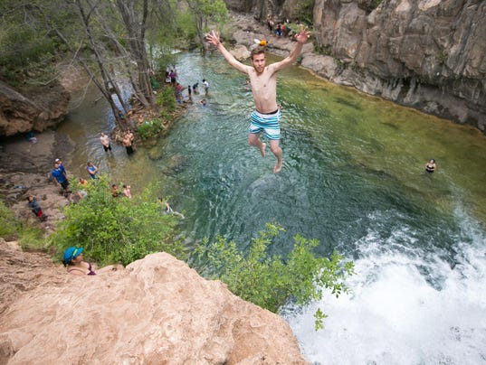 Arizona S Fossil Creek Is Inundated By Crowds Trash Hikers Are Hit Dehydration Injuries Still The Spot A Treasure And Some Think Both
