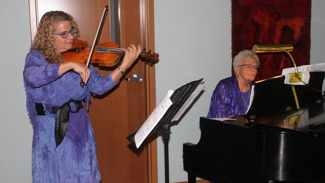 Violinist Beth Chafey-Hon accompanied by Sue Raye Hughes.