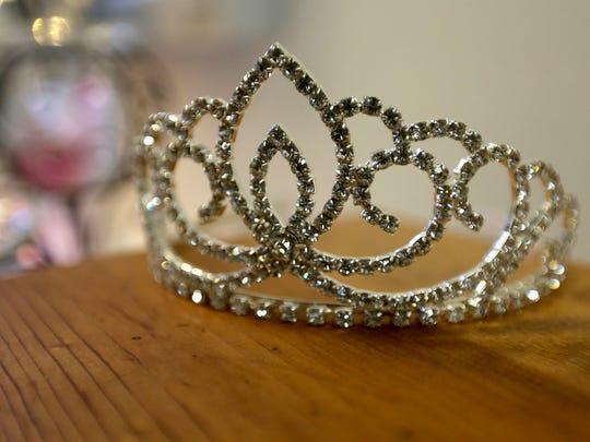 Beauty queen crown