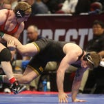 NCAA wrestling championship: Iowa sits 3rd in team race after just 3 advance to quarterfinals