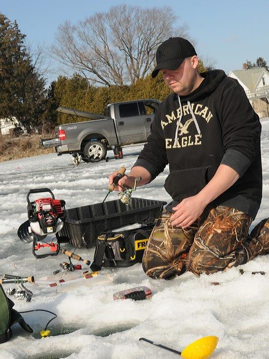 635932510203126545-Yeazle-Icefishing19.jpg