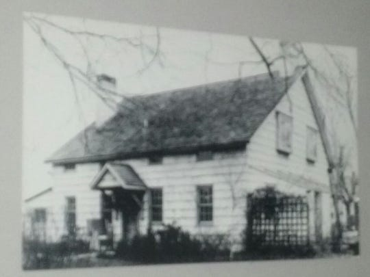 A 1930s Grimstead photograph of the Ayers-Allen House.
