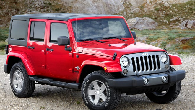 Off-road fun, ergonomics, less noise, plenty of storage and easy-to-clean interior. The list of perks for the 2014 Jeep Wrangler Unlimited Freedom Edition keeps going. Until you ask about mpg.