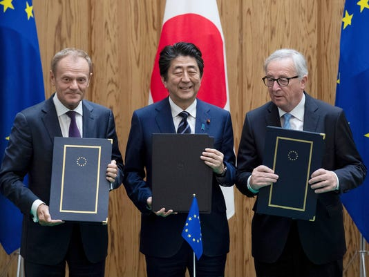 Shinzo Abe, Donald Tusk