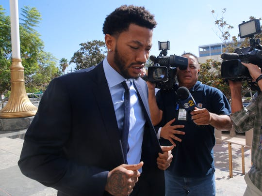 Knicks' Derrick Rose arrives at U.S. District Court in downtown Los Angeles.