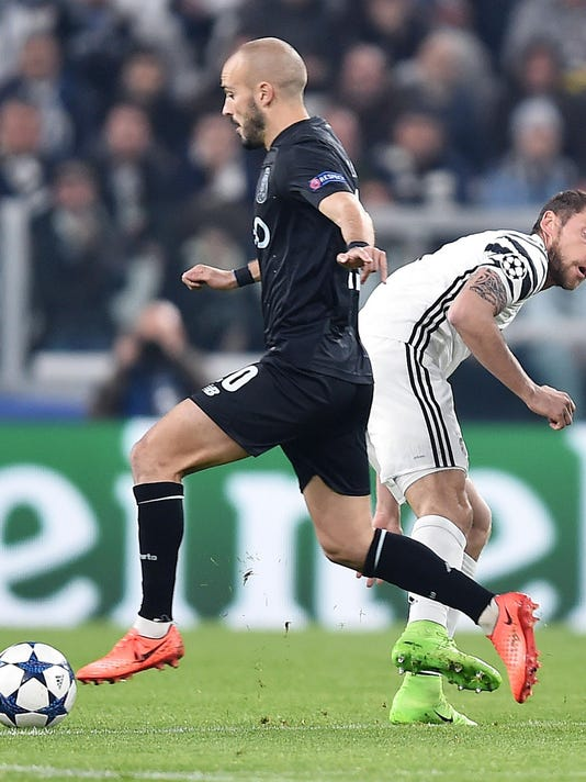 Juventus' Claudio Marchisio, right, and Porto's Andre' Andre' vie for the ball during a Champions League round of 16, second leg soccer match, between Juventus and Porto at the Juventus stadium in Turin, Italy, Tuesday, March 14, 2017. (Alessandro Di Marco/ANSA via AP)