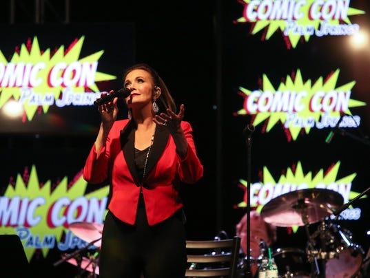 636393877967995705-Lynda-Carter-Sings-Comic-Con001.JPG