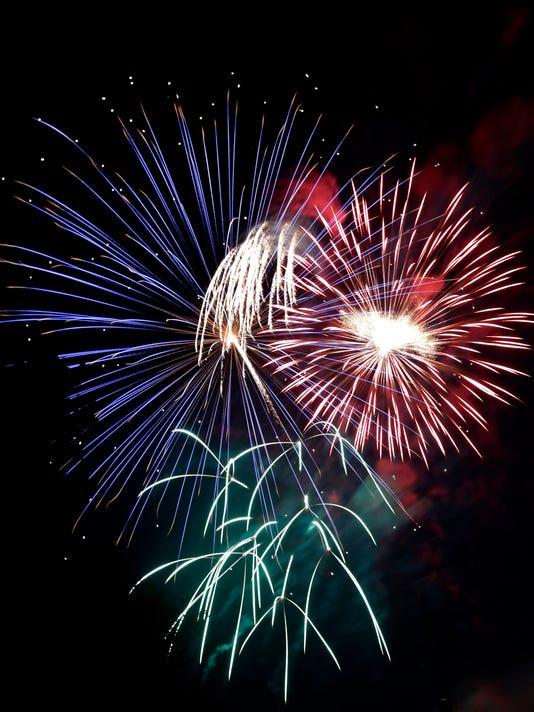 636031911650465929-070316-APC-Appleton-Fireworks-rbp-777.jpg