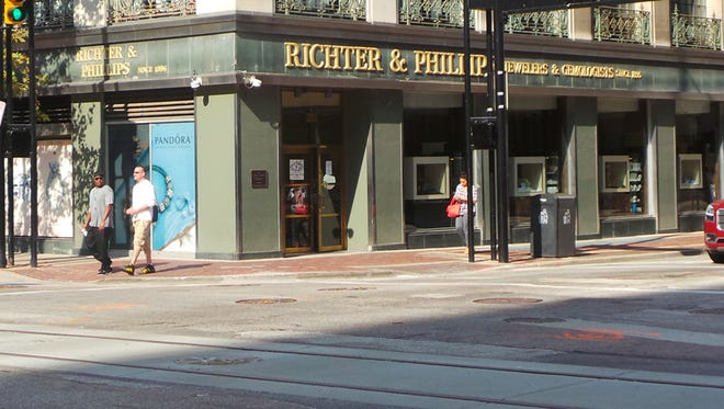Einstein Bros. Bagels will open a new location in Downtown Cincinnati along Sixth Street in February 2017.