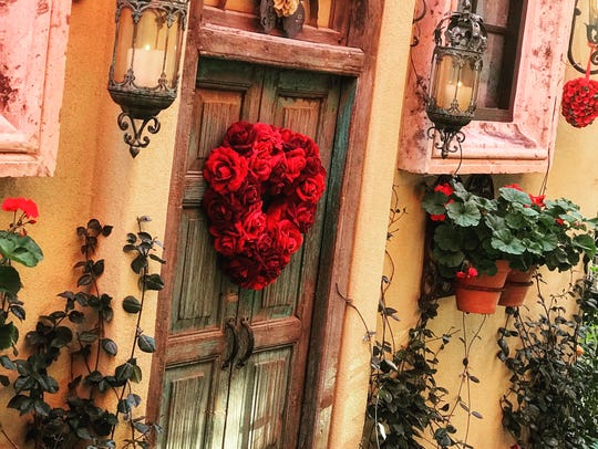 Decorations at the romantic restaurant Cafe Monarch