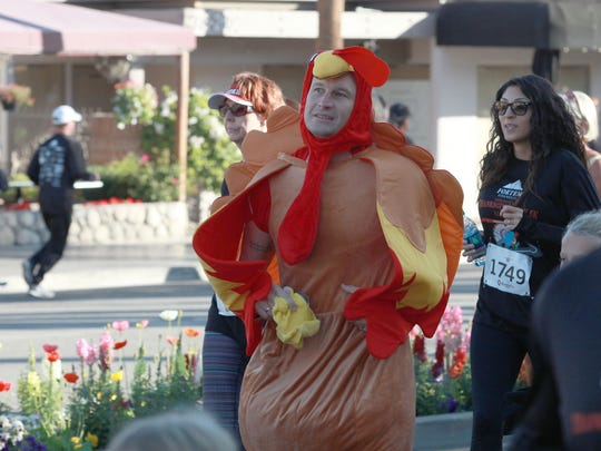 People participate in Martha's Village and Kitchen's Thanksgiving Day 5K race on El Paseo in Palm Desert, November 24, 2016.