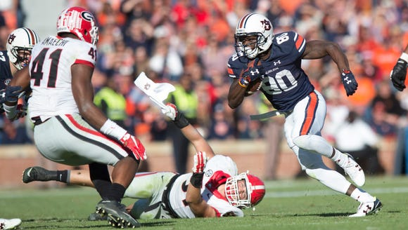 Auburn Tigers wide receiver Marcus Davis (80) runs