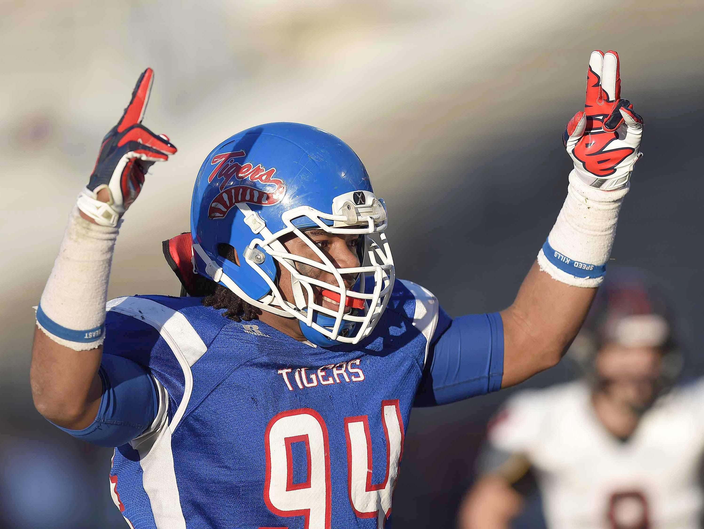 Noxubee County DE Jeffery Simmons is the first player named to the 2015 Dandy Dozen