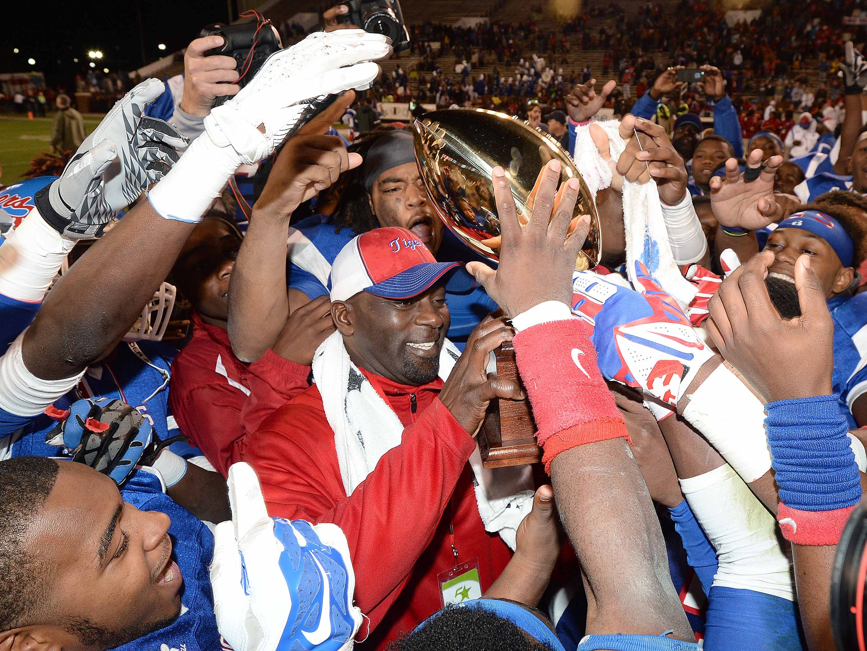 Tyrone Shorter and Noxubee County look for their third title in four years when they face St. Stanislaus in the Class 4A championship.