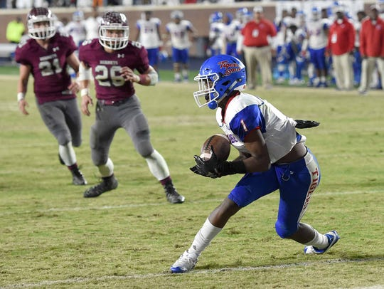 Noxubee County's Maliek Stallings (1) catches the game