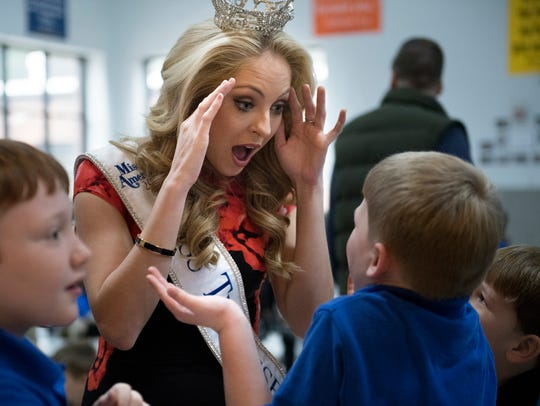 Miss Tennessee Caty Davis chats with a student Wednesday,