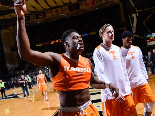 Tennessee forward Admiral Schofield (5) reacts to their