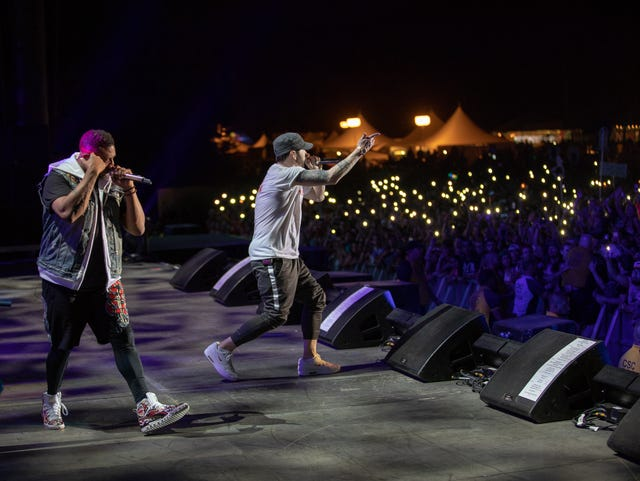 Eminem ignores criticism at Firefly  (It's kind of what he does )