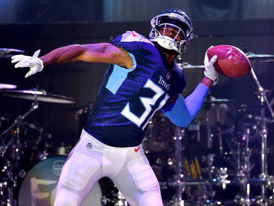 Tennessee Titans safety Kevin Byard (31) shows off