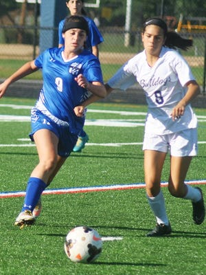 Rutherford sophomore Isabel Andler (8) led the Lady Bulldogs with 17 assists.