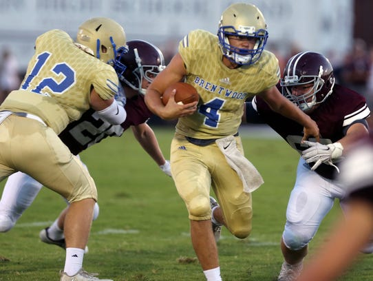 BrentwoodÕs Carson Shacklett carries the ball during