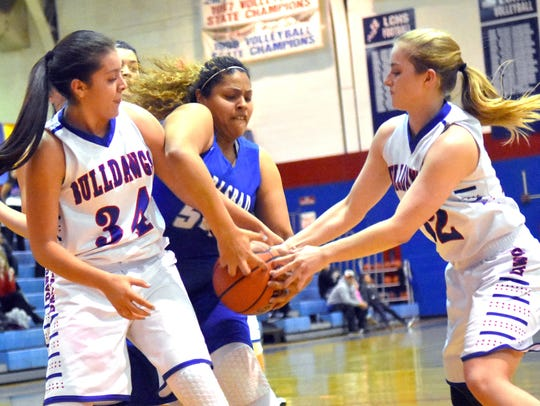 Kaliyah Montoya fights two Las Cruces High players