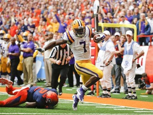LSU running back Leonard Fournette (7) gets past Syracuse cornerback Wayne Morgan (2) for a touchdown in the first half of Saturday's game.