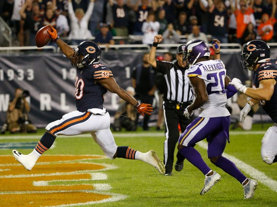 Chicago Bears running back Benny Cunningham (30) runs