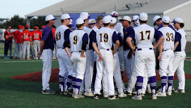 Wylie coach Clay Martin talks to his team after the Bulldogs defeated Sweetwater 8-2 on Tuesday, April 17, 2018. The win clinched the District 5-4A championship for the Bulldogs.