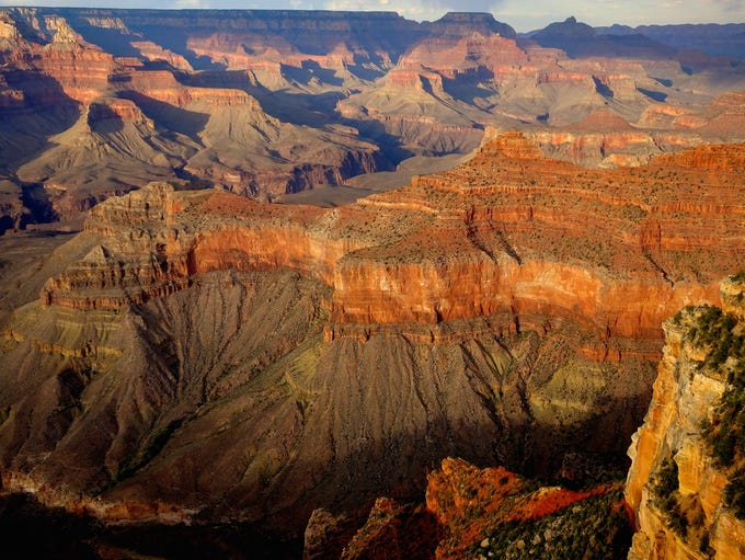 The Rim Trail offers access to numerous overlooks,
