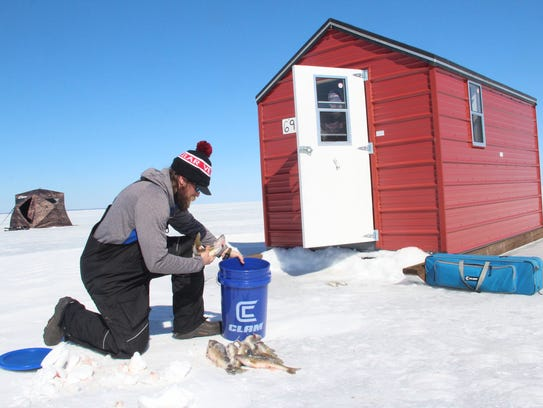 Smith solid ice bountiful catches on lake of the woods for Lake of the woods ice fishing