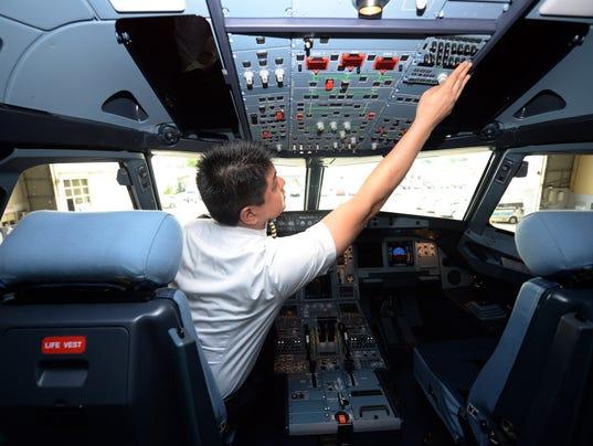 captain-cockpitcontrols