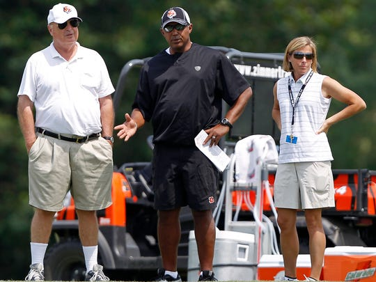 Katie Blackburn, right, stands with Bengals owner Mike Brown and head coach Marvin Lewis.