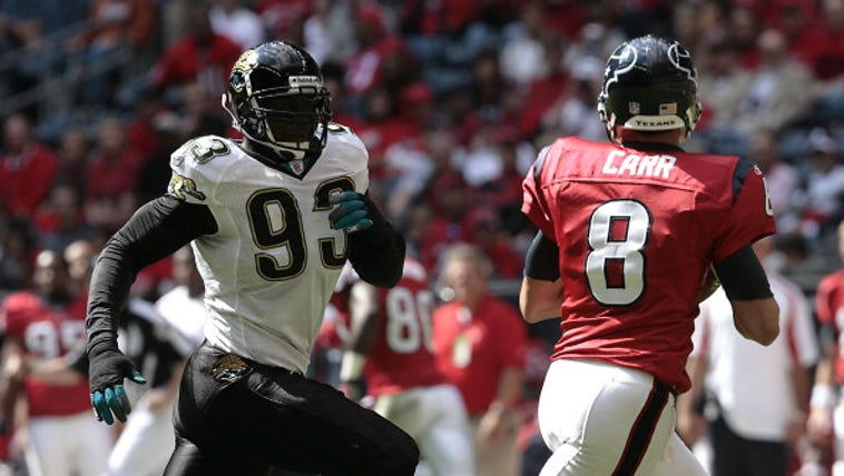 Houston Texans quarterback David Carr (8) rolls out