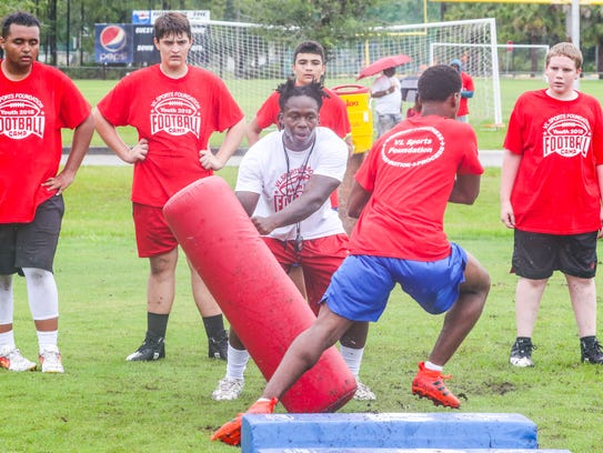 LSU-signee Chris Curry of Lehigh works with campers at the running back station.