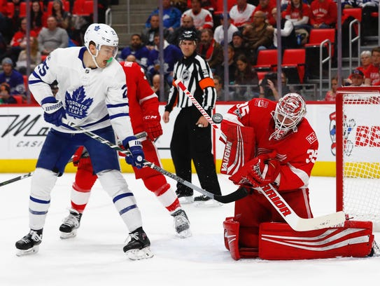 Red Wings goalie Jimmy Howard (35) makes a save against
