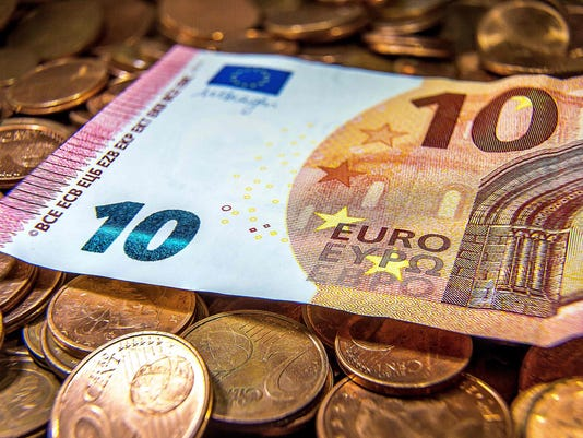 FILES-FRANCE-EU-EUROZONE-ECONOMY-ANNIVERSARY-CURRENCY-EURO