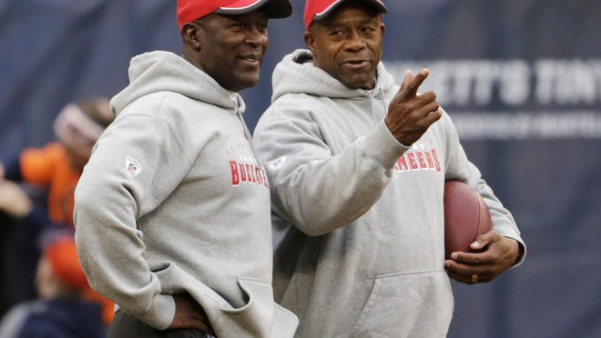 Tim Spencer, right, shown in 2014 as running backs coach for the NFL's Buccaneers, once had to play two pro seasons in a calendar year after jumping from the United States Football League to the NFL.
