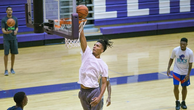 Florida SouthWestern State College's Marice Wright practices recently at Cypress Lake High School in south Fort Myers.