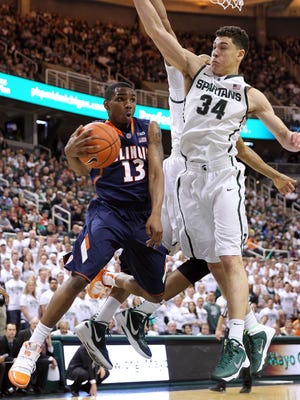 Illinois Fighting Illini guard Tracy Abrams (13) drives to the basket against Michigan State Spartans forward Gavin Schilling