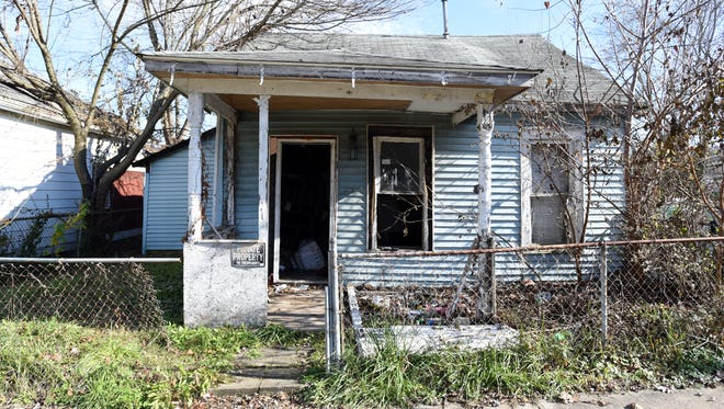 An abandoned property at 808 Woodlawn Ave. before it was recently boarded up. The house to the left is abandoned as well.