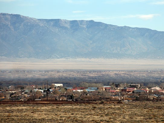 Los Lunas, New Mexico is located in the northern part