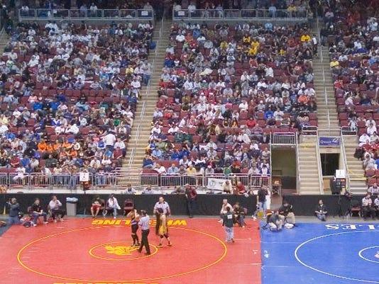 636561312699348550-wrestling.JPG