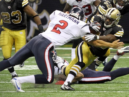 New Orleans Saints running back Darren Sproles attempts