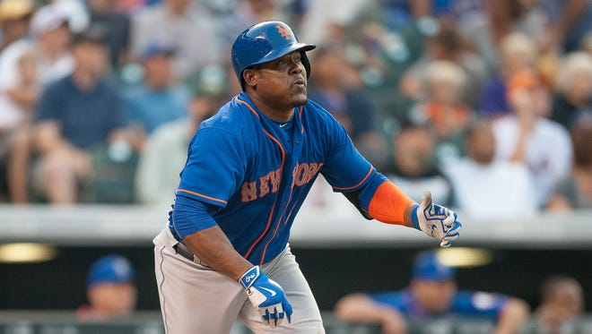 Juan Uribe started the Mets' eight-run third inning Saturday with a solo homer.