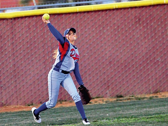 Jaime Guzman/For the Sun-News   Las Cruces outfielder Taylor Lopez and the Bulldawgs beat Oñate 1-0 on Tuesday in District 3-6A play at the Field of Dreams Softball Complex.