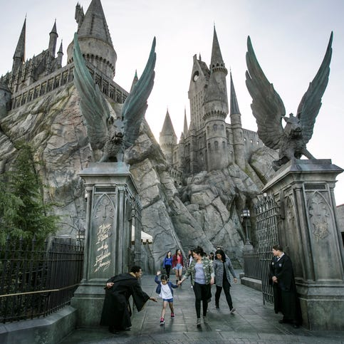 Universal Studios Hollywood: Behind the scenes to center stage
