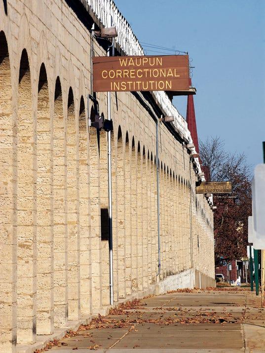 636156814219894260-Waupun-Prison-wall.jpg